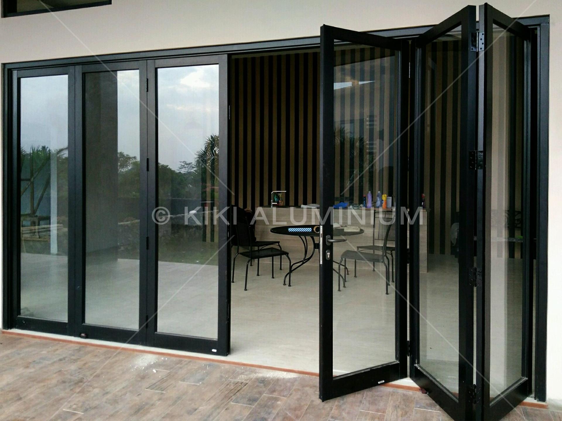 Pintu Lipat Aluminium Hitam Poweder Coating Kiki Aluminium